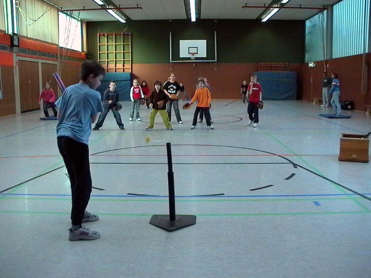 Erneute Baseball-Demo in der Eduard-Dietrich-Grundschule in Ratingen ...